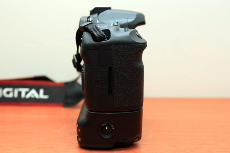 Canon EOS 40D - Right side