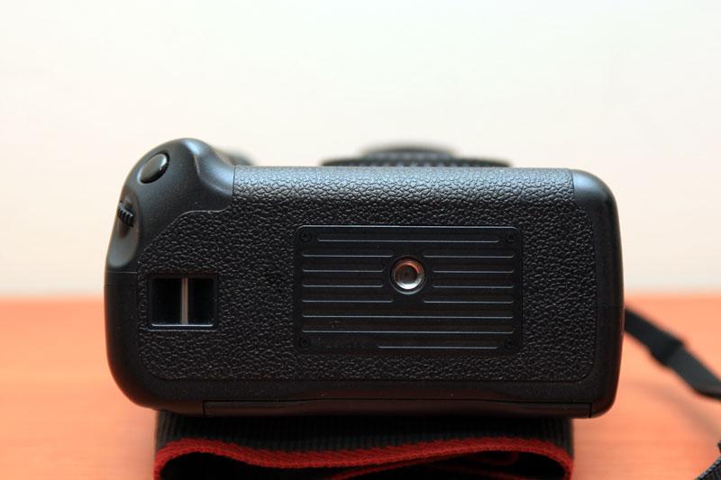 Canon EOS 40D - Bottom