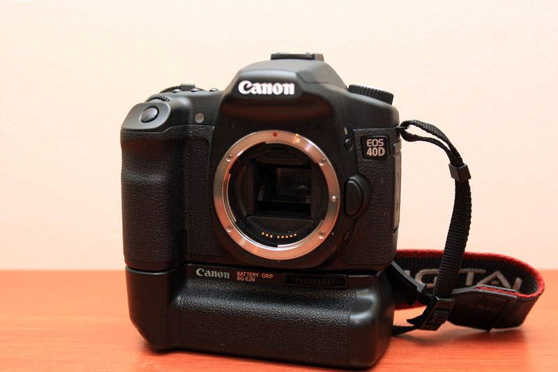 Canon EOS 40D - Front with shutter mechanism